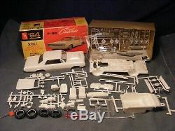 #MID60COLL# AMT UNBUILT 1964 F85 CUTLASS OLDS ORIG ISS SCREWBOT WithBOX -junkyard