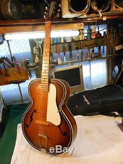 VINTAGE OLD KRAFTSMAN GUITAR Very Nice w' Case. Plays