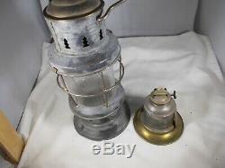 Vintage Antique Old Kerosene Skaters Lantern Lamp With Original Globe Working