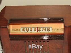 Vintage old wood antique tube radio BENDIX Mdl 0526E 1946 Beautiful radio here