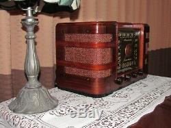 Vintage old wood antique tube radio Crosley mdl 66TC Very pretty radio here
