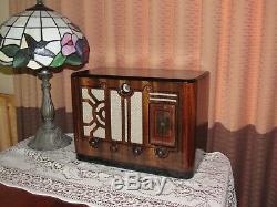 Vintage old wood antique tube radio Halson Mdl 606