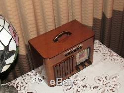 Vintage old wood antique tube radio Philco Mdl 40-125 A Real Beauty