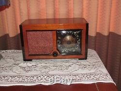 Vintage old wood antique tube radio Zenith Mdl 5D027 VG Player
